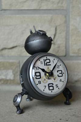 Robot Desk Clock - Grey - Simply Roka