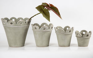 Showing the four (4) sizes of Court Pendu pots in moss grey
