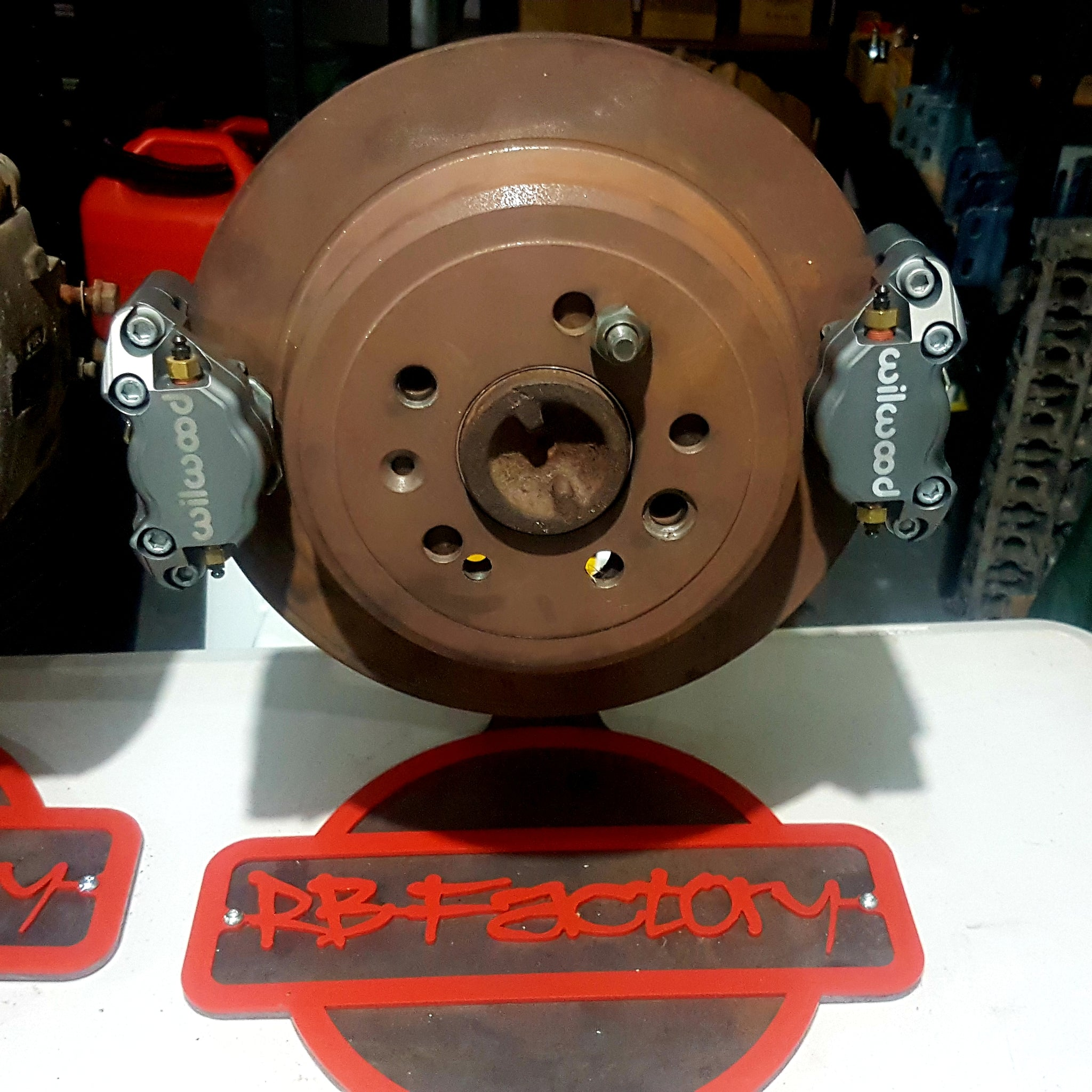 R31 Wilwood 300mm rotor dual caliper kit