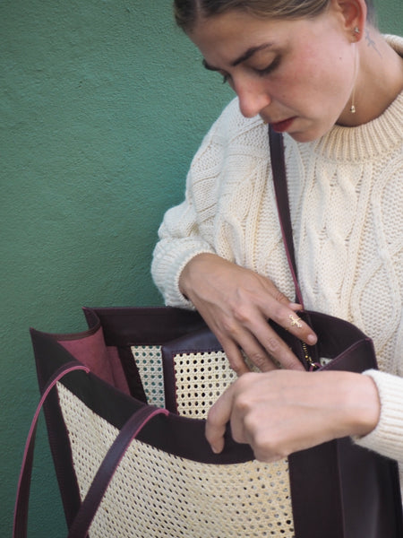 BURGUNDY SOLE TOTE BAG