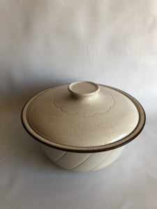 Vintage Homestyle Crown Lynn Large Casserole (ref: 1475)