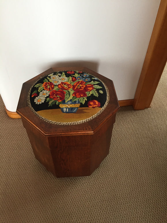Oak 8 Sided Glory Box with Tapestry Top (8012)