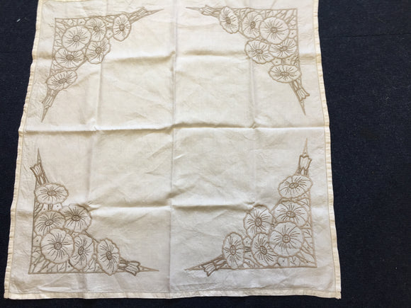 Embroidered Linen Table (8391)