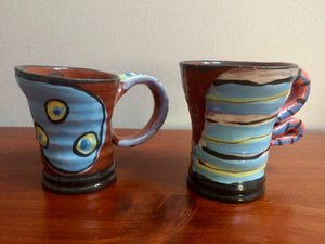 Kisses & Hugs in 2 Pottery Mugs -  by Meg! (ref: 2768)