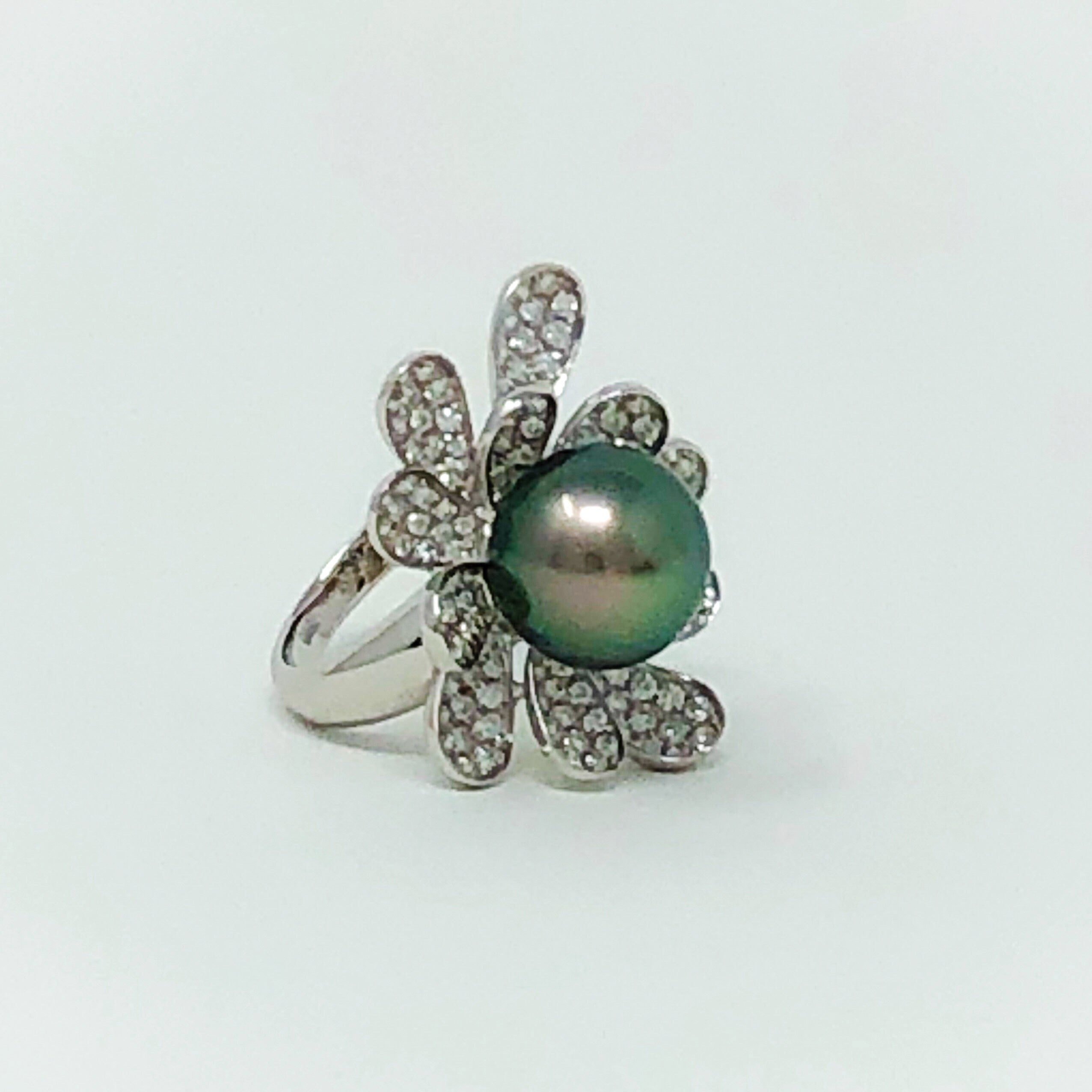 18kt Tahitian Pearl and Pave Diamond Ring
