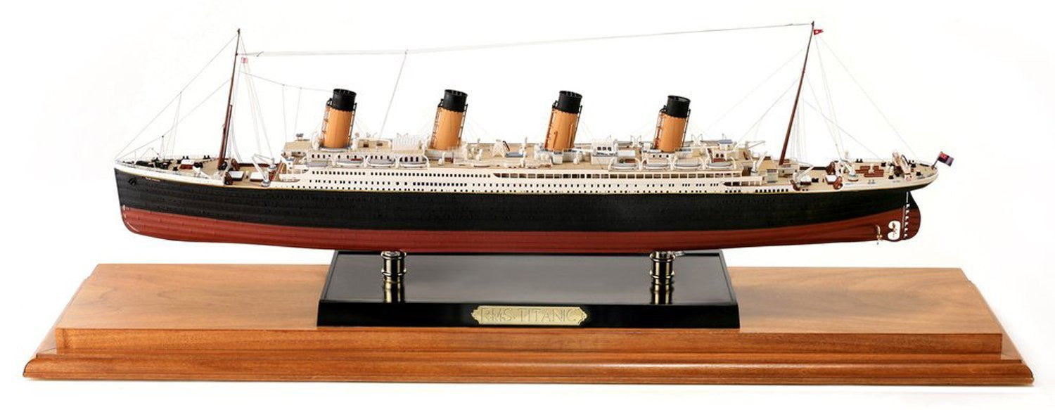 "Hasegawa MIN11320 1:350 Scale ""Deluxe Titanic with Photo Etched Parts Minecraft"" Model Kit"