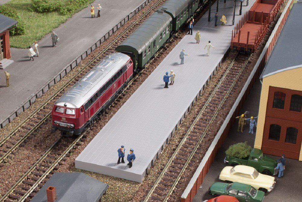 Auhagen 44641 Platform without Roof Modelling Kit