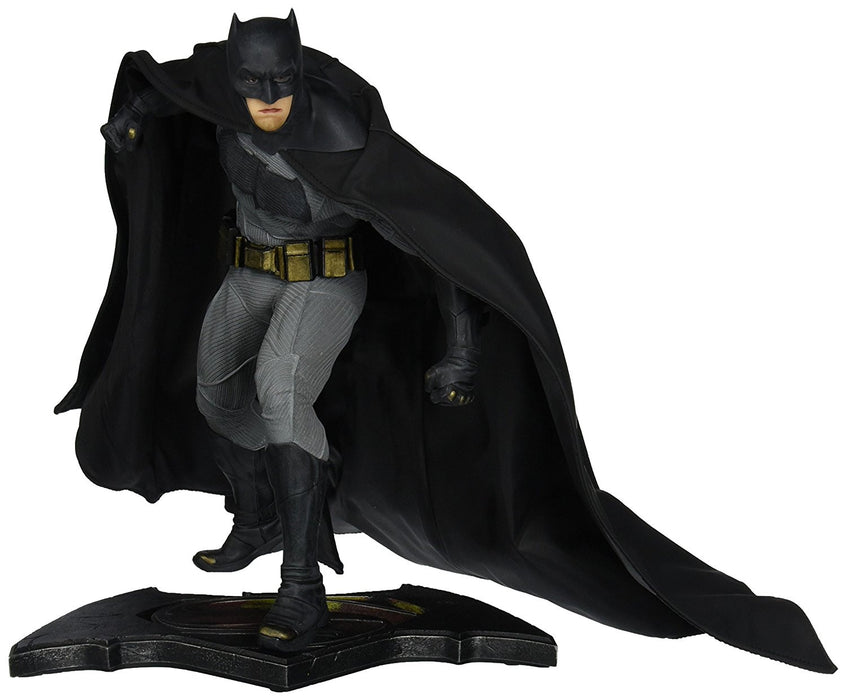 "Batman AUG150303 ""Batman vs Superman"" Dawn of Justice Statue"