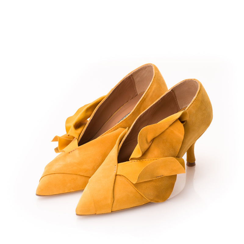 Ageless suede pumps