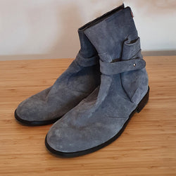 Grey suede men booties
