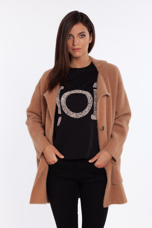 t-shirt nera ricamo paillettes sotto giacca