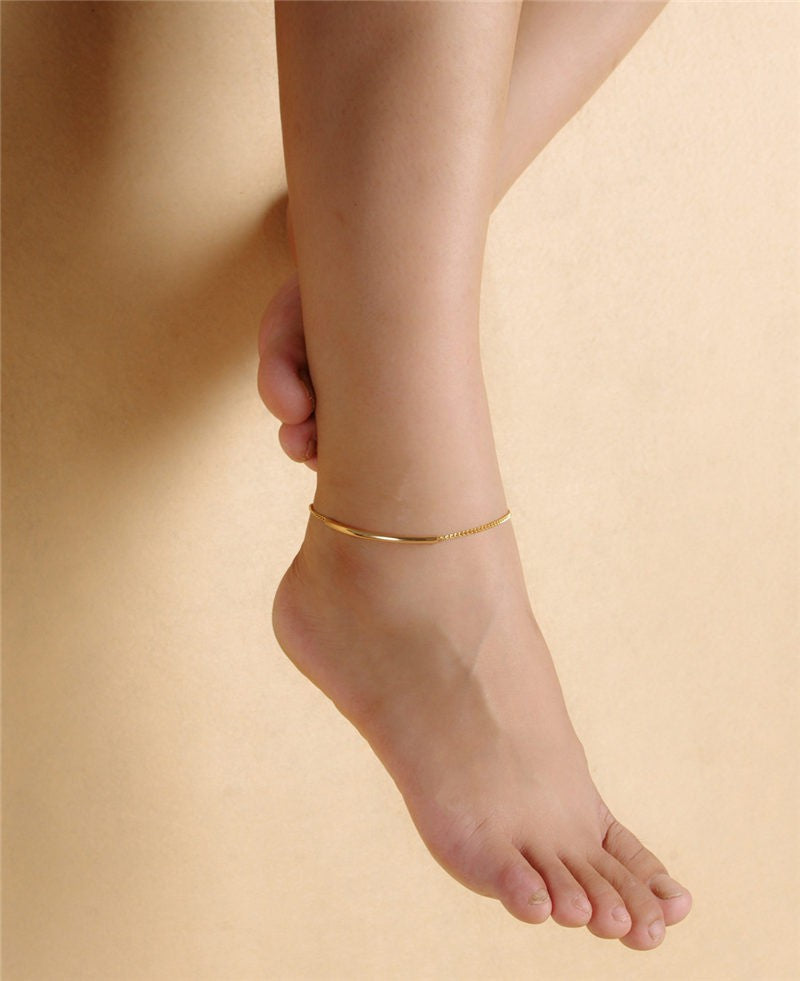 a single gold thread anklet