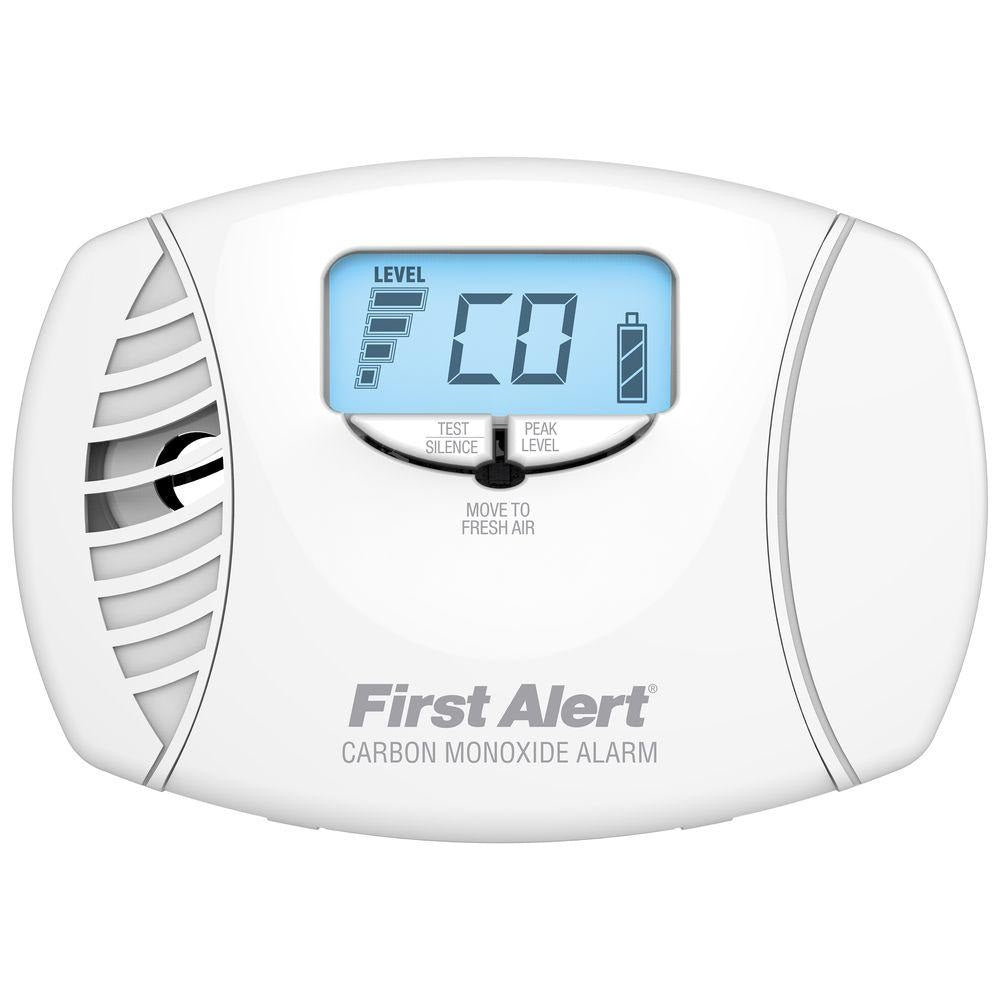 First Alert CO615A Plug-In Carbon Monoxide Alarm with Digital Display, White