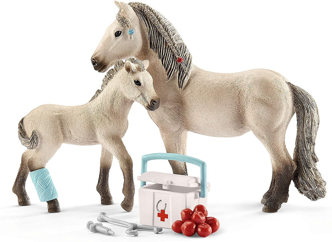 Schleich 42430 Hannah's First Aid Kit, Multicolored