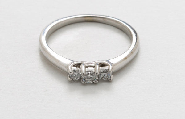 Estate 14kt White Gold and Diamond Engagement or Promise Ring 1 Larger Diamond Surrounded by 1 Smaller Diamond Per Side US 6.25