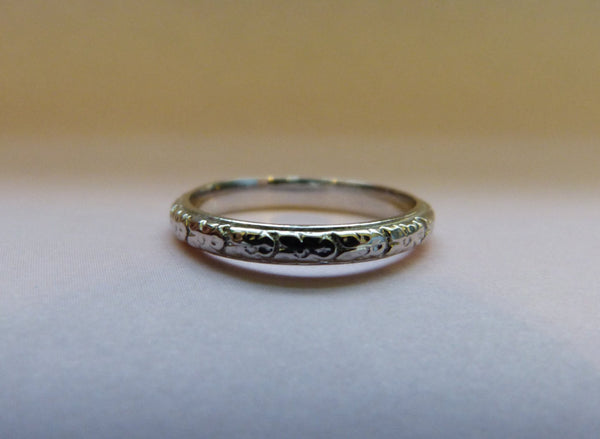 14 Kt White Gold Art Deco Raised Floral Styled Engraved Wedding Band