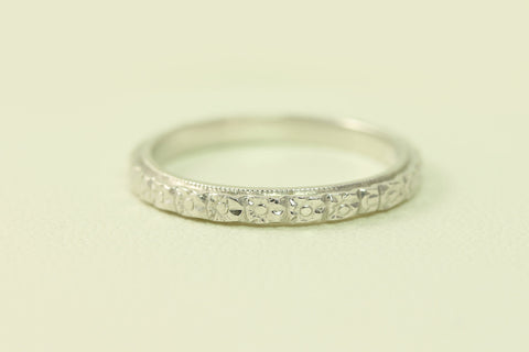 Stunning Wedding Band/Ring Antique Art Deco Raised Floral Styled 14kt White Gold