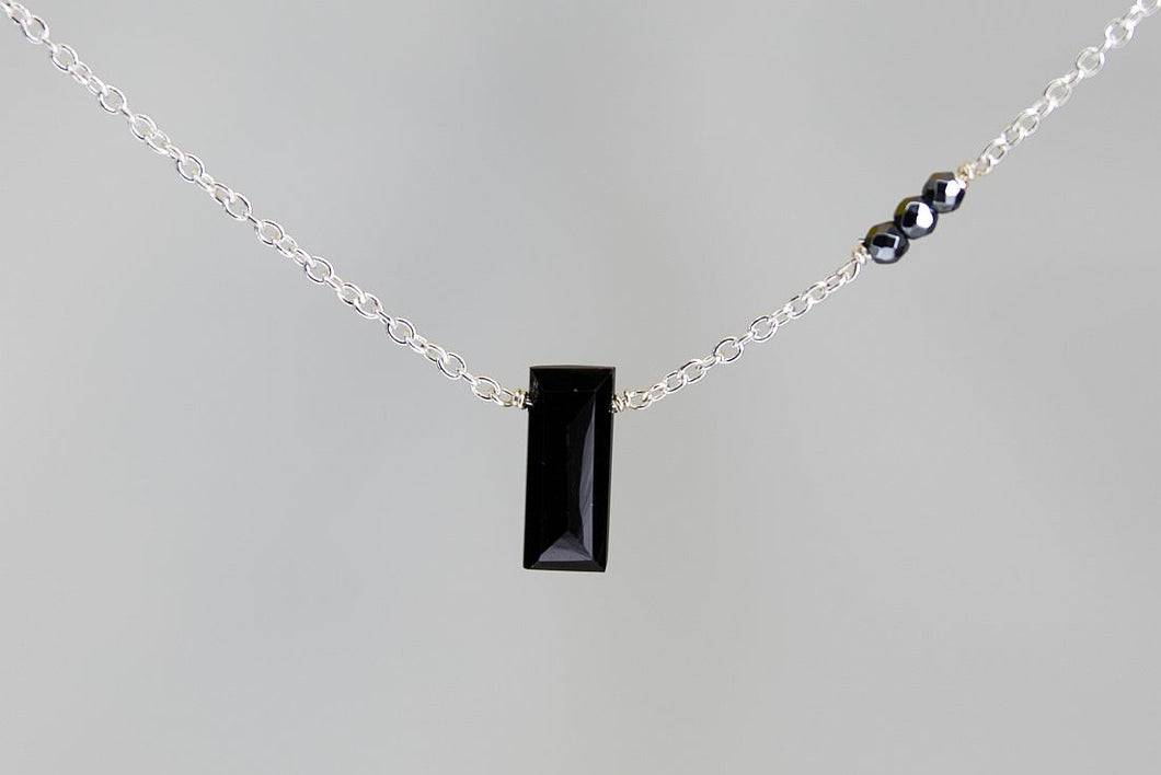 X3BSHMS Black Spinel Small Baguette Hematite Accent Silver Necklace