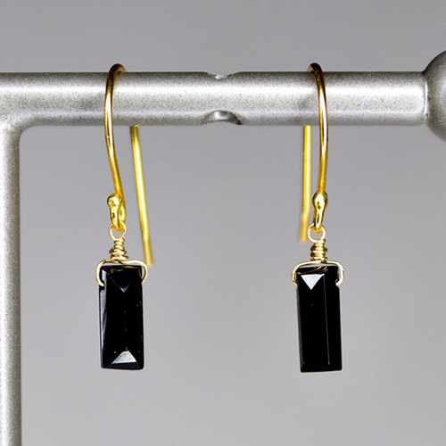XE1BSG Small Baguette Earring Black Spinel Gold