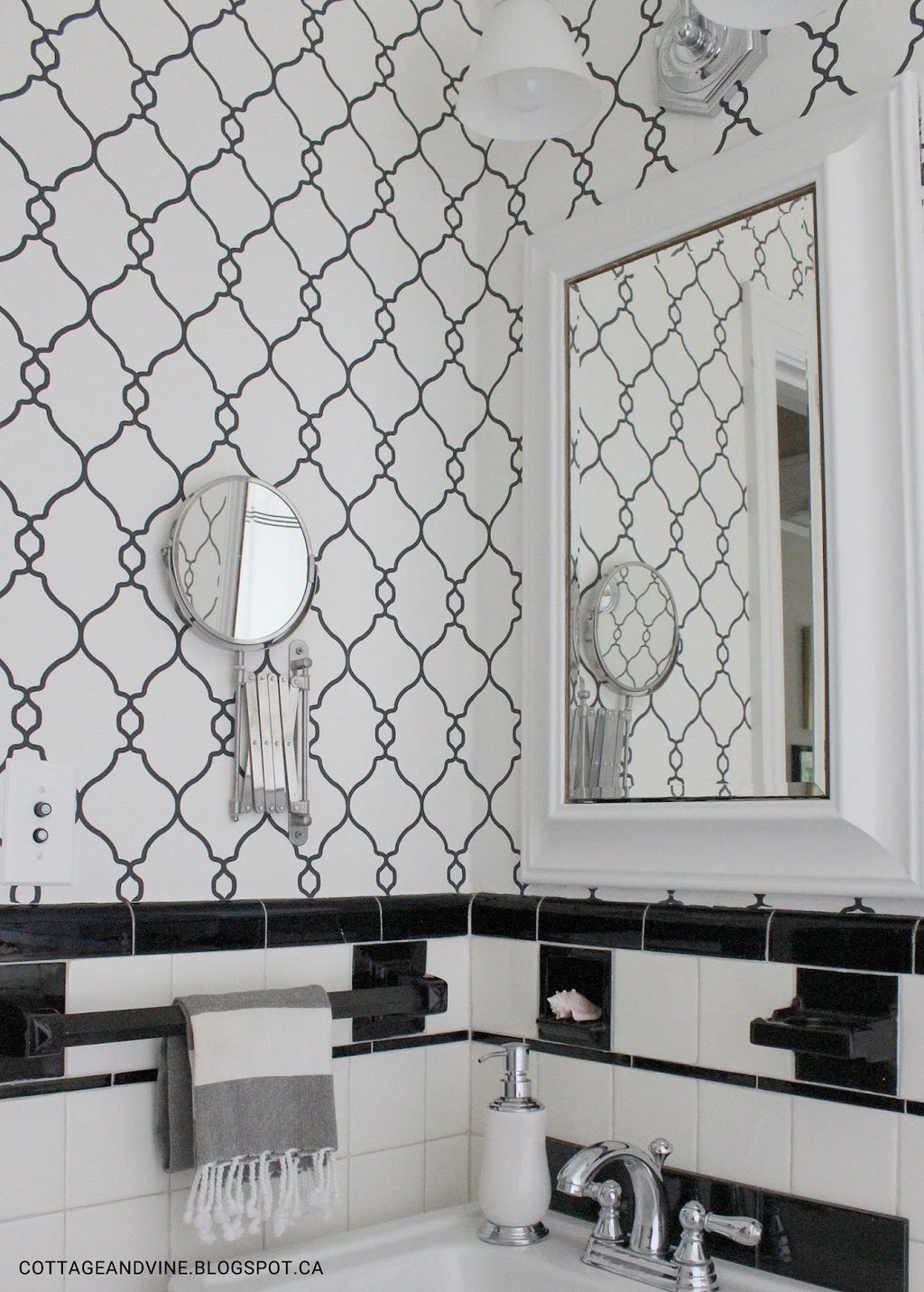 Black & White Geometric Wallpaper R2548 | Modern Bathroom Wall Ideas