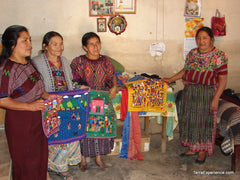Artesan Mayas Artisans with Embroideries