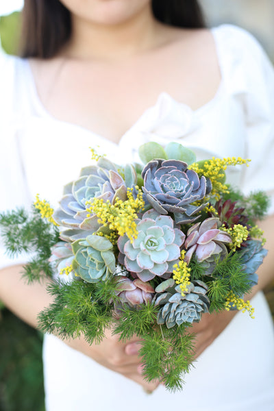 How to make a wedding bouquet with succulents, DIY Bridal succulents bouquet