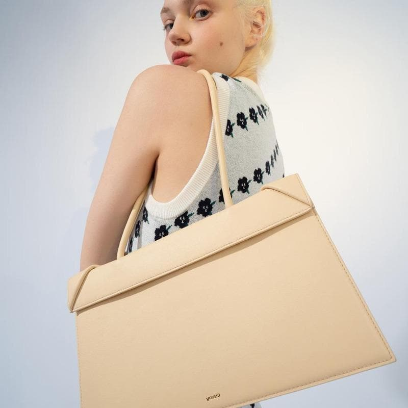 YEE SI Click Medium Shoulder Bag - Apricot 5