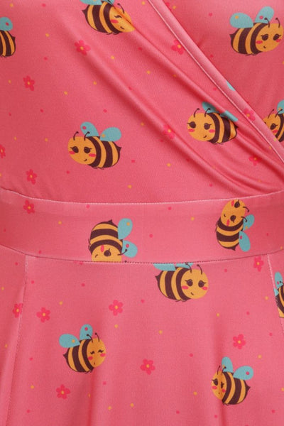 Lady-Voluptuous-busy-bee-lyra-detail
