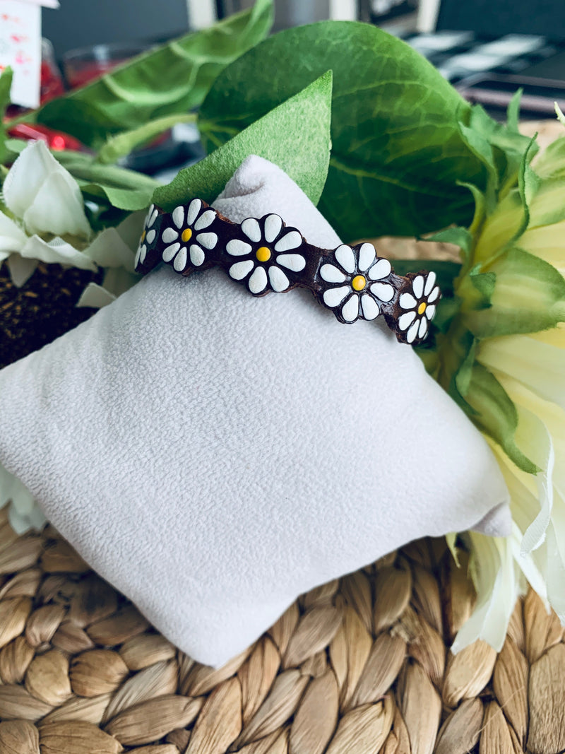 White flower bracelet (small)