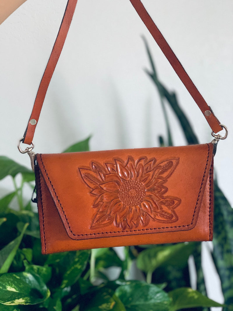 Josefina sunflower clutch