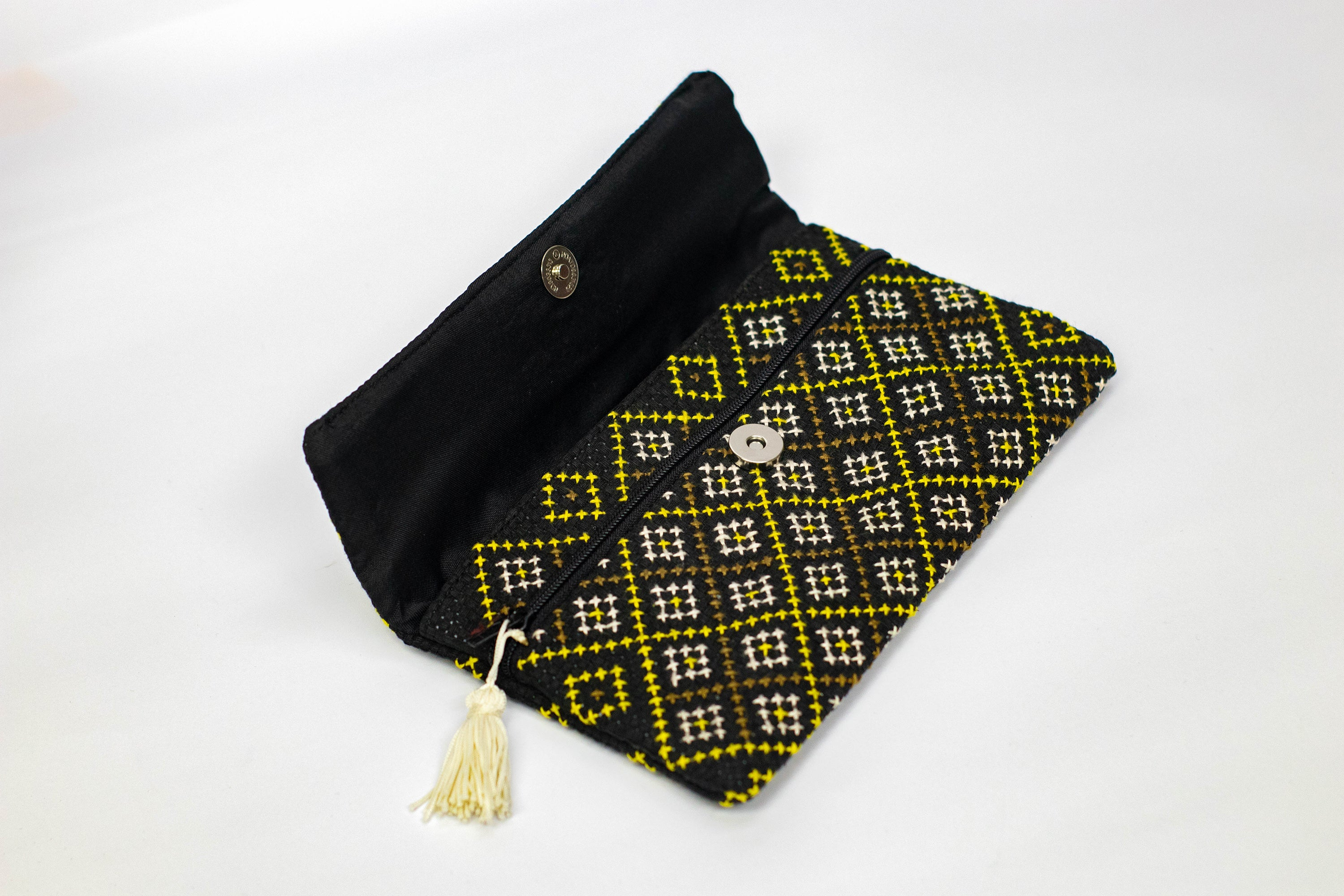 Mang Tha Cross stitch purse (Black/Yellow)