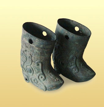This kind of shoe was introduced to the State of Zhao from the Hu ethnic group, which was the first great innovation in shoe culture in Chinese history.