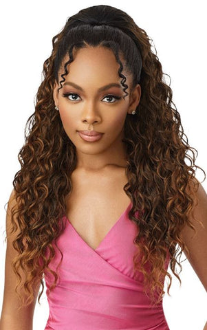"OUTRE PRETTY QUICK DRAWSTING PONYTAIL - BEACH WAVE 28"" - Textured Tech"