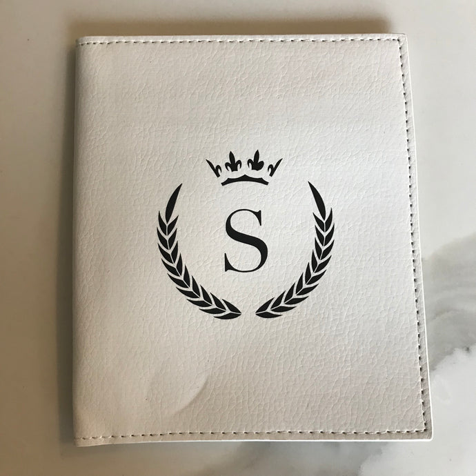 PASSPORT HOLDER - WHITE S CROWN (MIS PRINT)