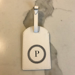TRAVEL TAG - WHITE P WREATH