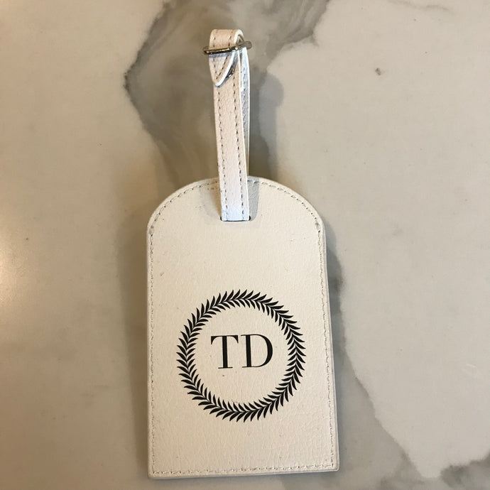 TRAVEL TAG - WHITE TD WREATH