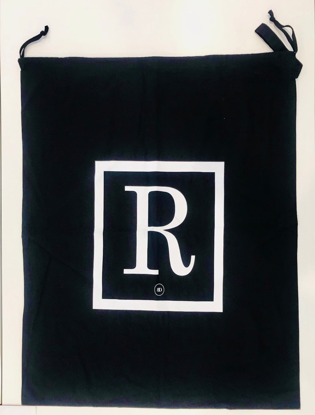 INITIAL CHRISTMAS SACK - BLACK R - SECOND