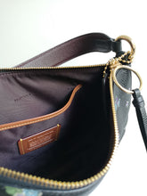 Load image into Gallery viewer, Coach leather handbag - De'Žavu Boutique