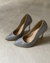 Load image into Gallery viewer, Grey pointed high heels - De'Žavu Boutique