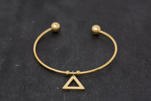 Load image into Gallery viewer, Minimalist Bracelet With Triangle - De'Žavu Boutique