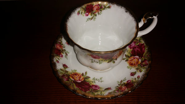 1960s Royal Albert Old Country Roses Tea Cup and Saucer Set - Treasure Valley Antiques & Collectibles