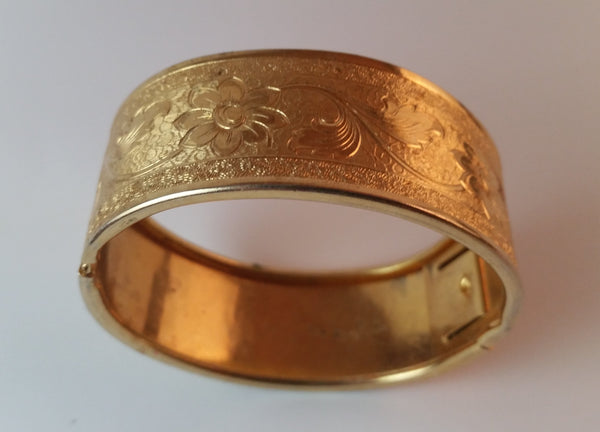 Vintage Art Nouveau Etched Floral Gold-look Metal Hinged Bangle - Treasure Valley Antiques & Collectibles