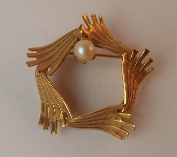 Vintage Pearl Gold Tone Wreath Brooch - Treasure Valley Antiques & Collectibles