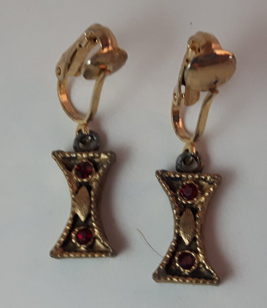 Vintage Ruby Red Rhinestone Gold Tone Clip On Earrings Not Signed - Treasure Valley Antiques & Collectibles