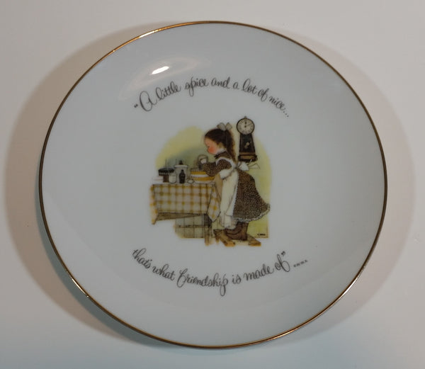 "1973 Holly Hobbie Decorative Plate ""A little spice and a lot of nice..."""