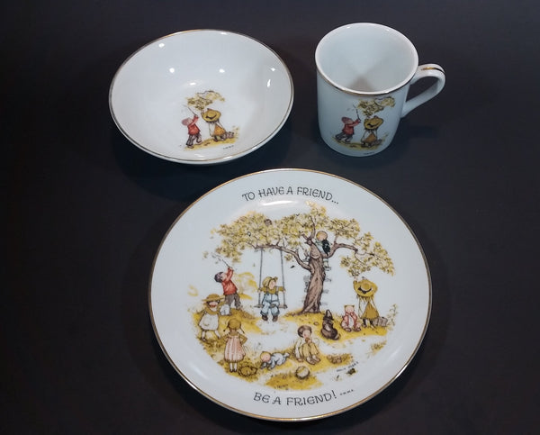 "1973 Holly Hobbie Table Talk ""To have a friend..."" ""Be a friend!"" 8 ""Plate, 6"" Bowl, and 3 1/8"" Cup 3 Piece Set"