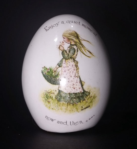 "1970s Holly Hobbie ""Enjoy a quiet moment now and then"" Porcelain Ceramic Egg - Treasure Valley Antiques & Collectibles"