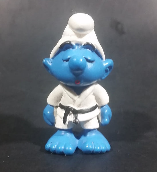 "1981 Schleich Germany Peyo Smurf Karate Judo Martial Arts Costume 2"" PVC Figurine - Treasure Valley Antiques & Collectibles"