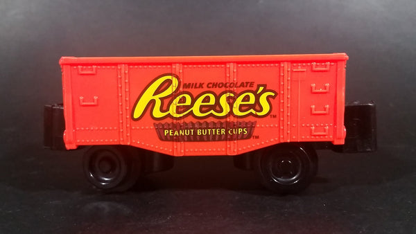2013 Lionel Little Lines Reese's Milk Chocolate Peanut Butter Cups Orange Train Car - Treasure Valley Antiques & Collectibles