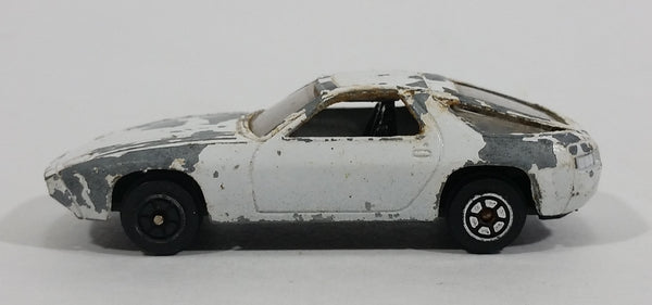 1980s Yatming Porsche 928 White With Black Stripes Die Cast Toy Car Vehicle No. 1034